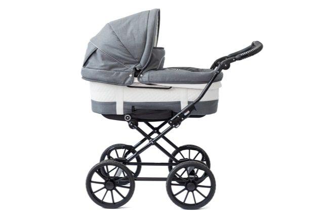 Ljusgrå och vit barnvagn